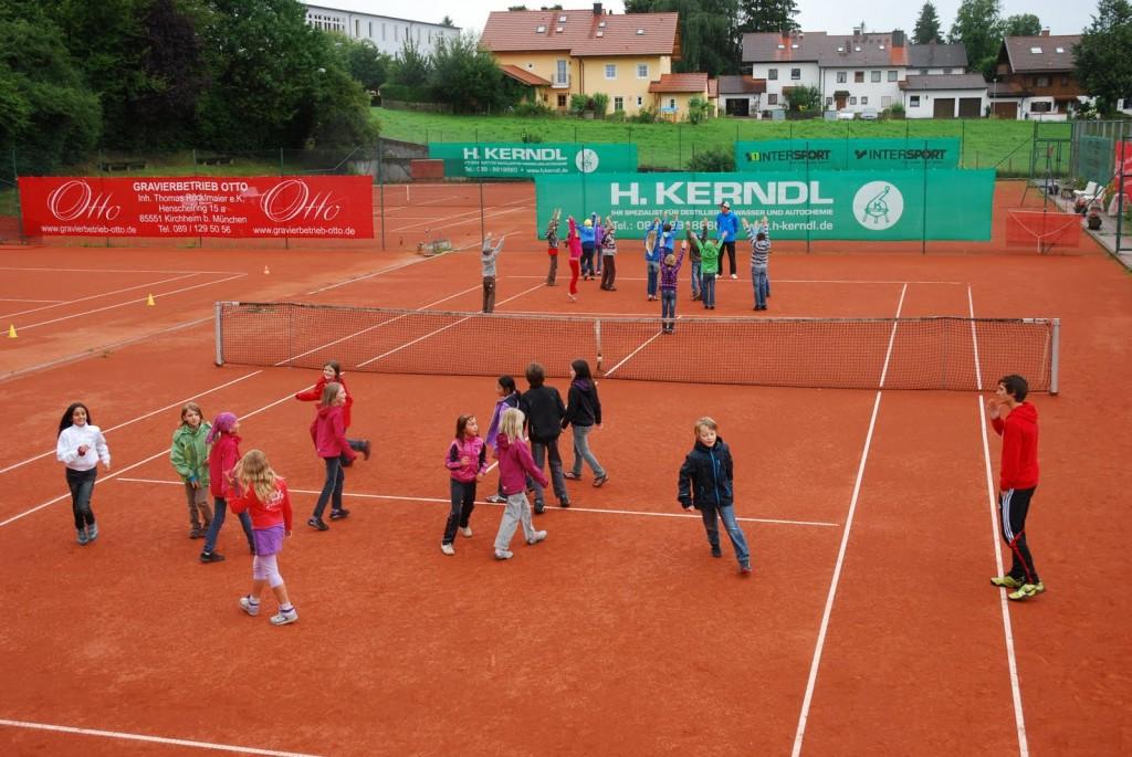 Bewegung und Spaß auf dem Tennisplatz